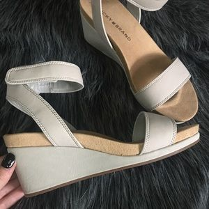 Lucky Brand Size 6 Wedges